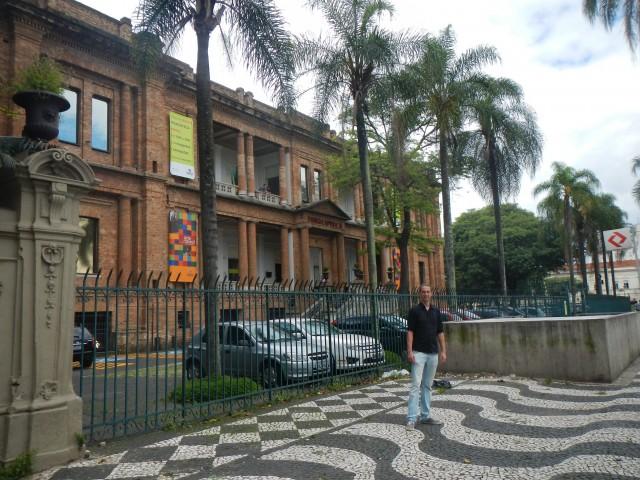 Kay bij Pinacoteca
